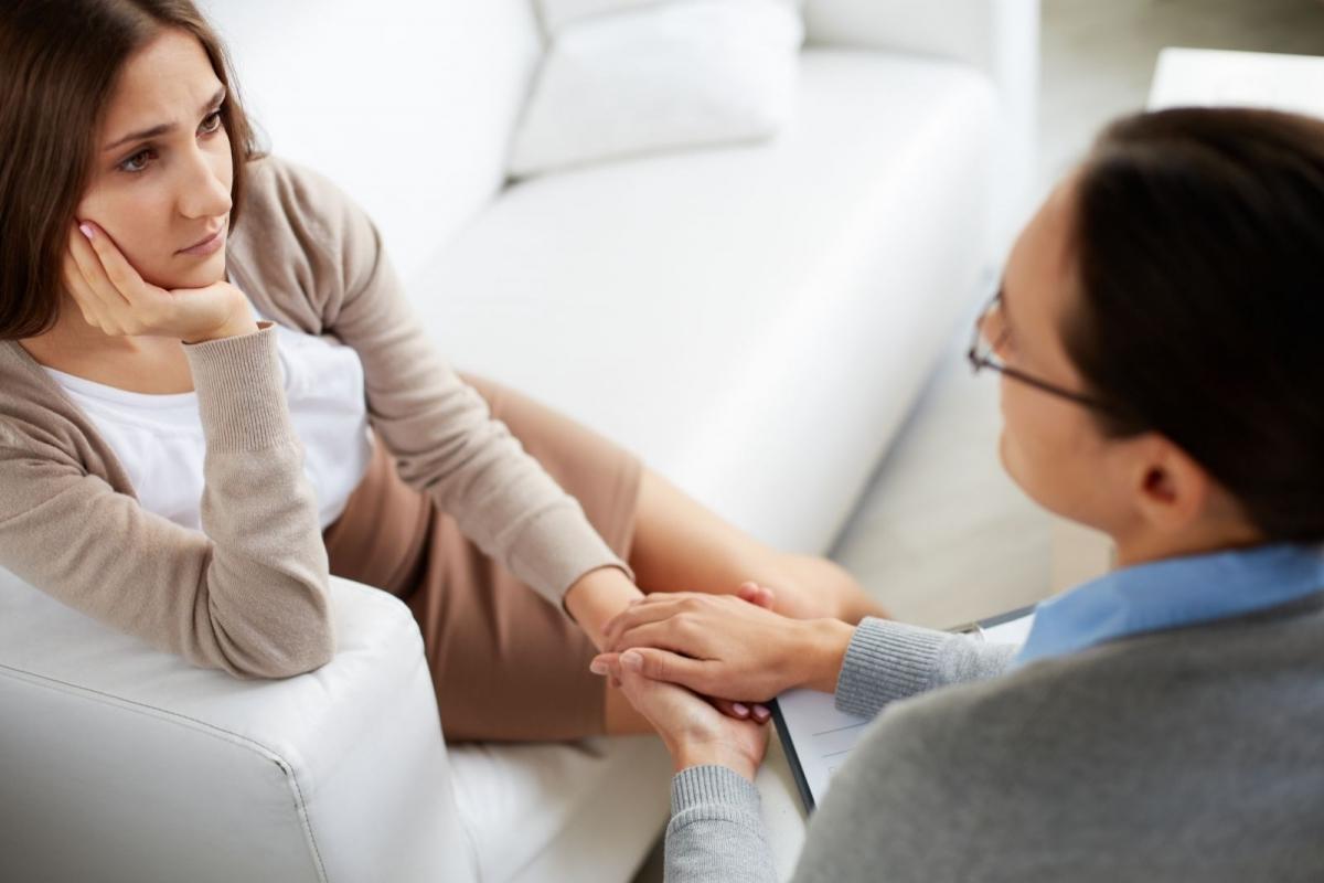 lechit-trevogu-u-psihoterapevta