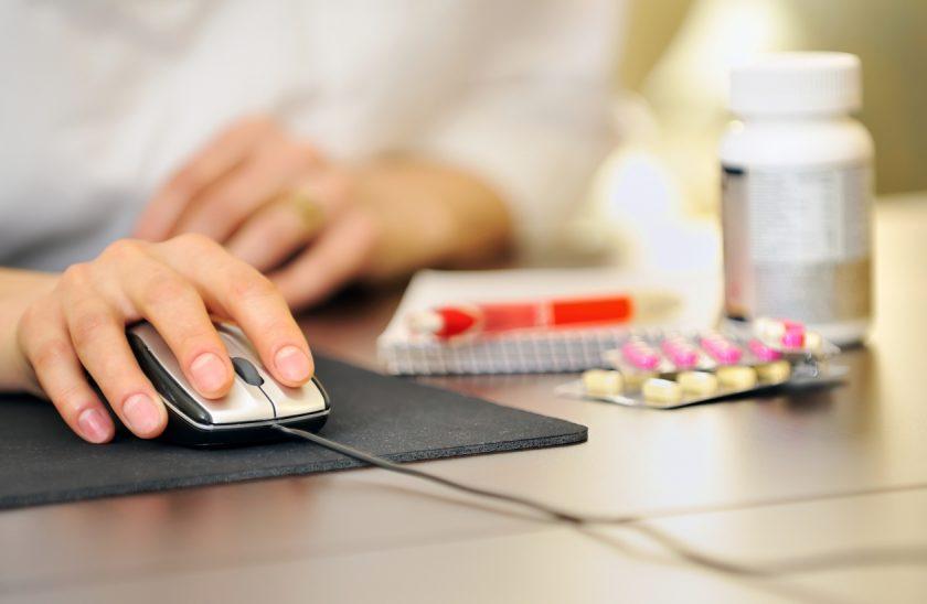 pokupaet-lekarstva-v-internete